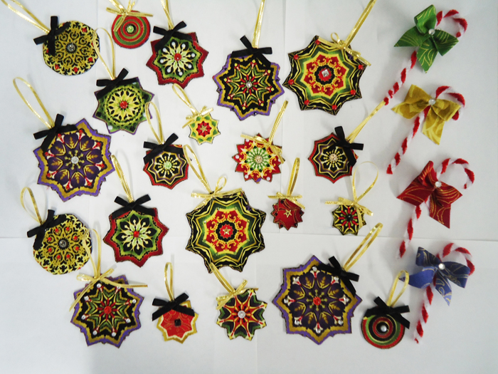 Fabric Ornaments Patterns : Christmas Fabric Ornaments with Bonus Candy Canes Pattern BS2-391 (advanced beginner, christmas)