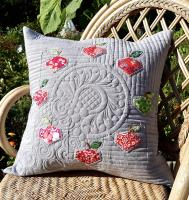 Apple Wreath Pillow Pattern AC-NC002ENe