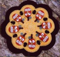 Pumpkins & Spiders Penny Rug Candle Mat Pattern PLP-104e