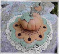 Pumpkin & Spiders Pincushion and Mini Penny Rug Pattern PLP-106e